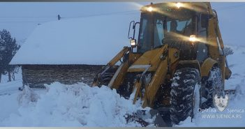 Snijeg ne posustaje, putevi prohodniji
